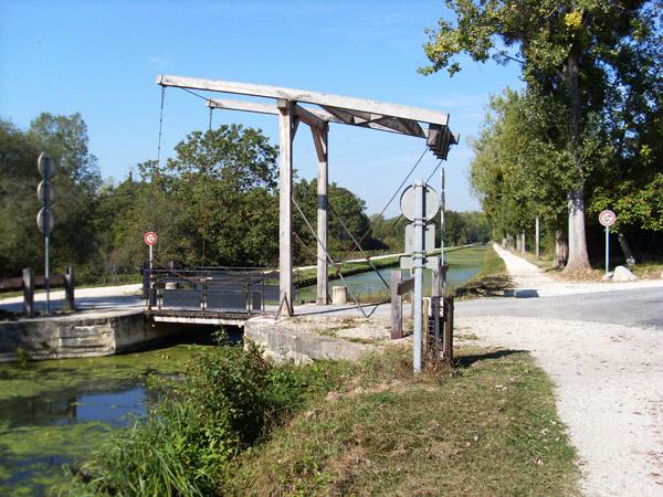 Pont restauré de Marigny