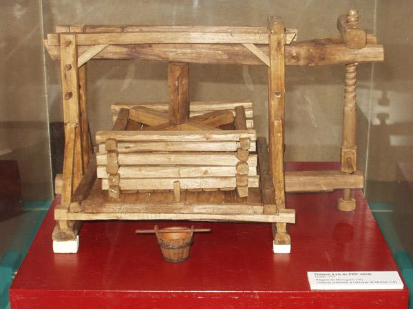 Maquette de pressoir du XIXe